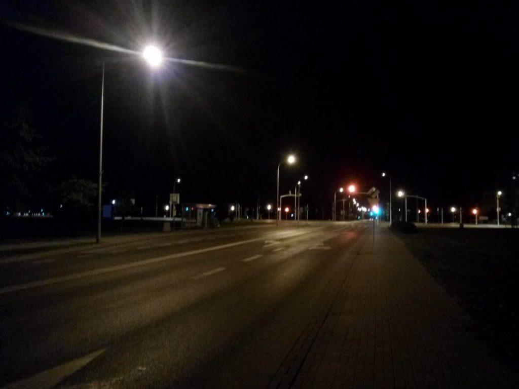 Oświetlona ulica / fot.technologiczna.pl