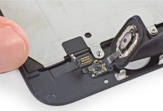 Podnoszenie przycisku Home / fot.ifixit.com
