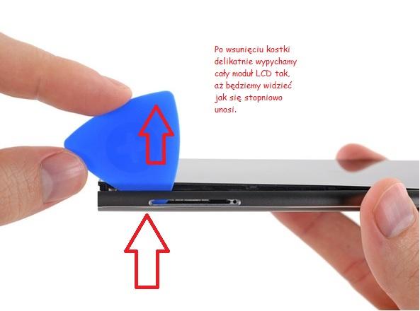 Użycie plastikowej kostki do gitary /fot.iFixit.com