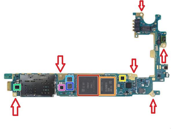 Wykręcenie 6 śrubek z płyty głównej/fot.iFixit.com