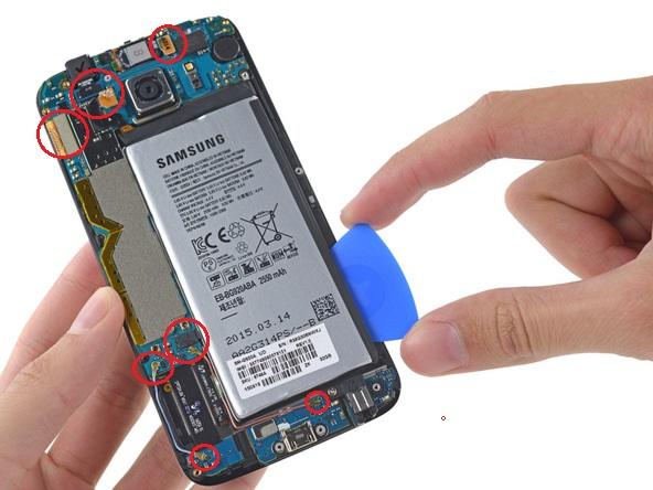 fot.ifixit.com / Odczepianie konektorów i oddzielanie PCB od LCD