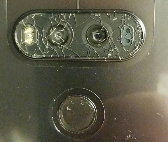 Pękające szkła aparatu fotograficznego